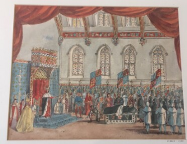 A watercolour sketch: the body of Richard II, draped in black cloth, is presented to King Henry IV. On the right, the king stands before his throne on a carpeted pedestal, one hand reaching out toward the crowd gathered in the hall. He is flanked by two children in blue and white outfits. A group of clergymen stand on the far left, including a bishop in a mitre. A soldier in armour kneels before the throne. Behind him is the black-draped bier, decorated with the English flag and royal arms. A row of pallbearers in black and grey stand on the far left. In the background, a row of courtiers and soldiers stand along the far wall, interspersed with banners bearing the royal arms. The scene takes place in a vaulted hall with a row of arched windows along the far wall. Around the top edges of the image a red theatrical curtain can be seen.